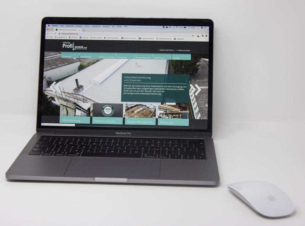Laptop mit Wierig-Website geöffnet
